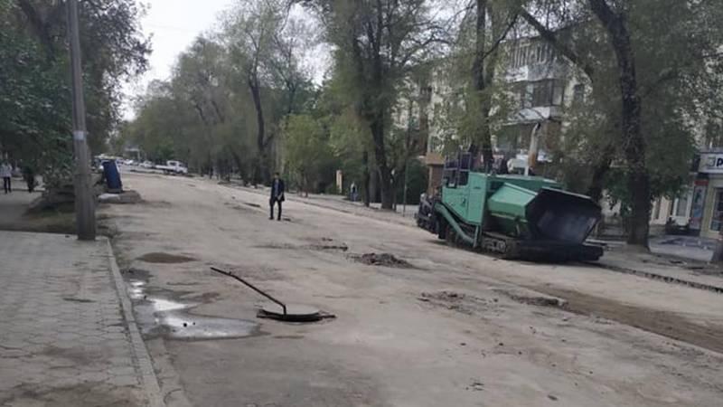 Бишкечанин возмущен, что никто не торопится открывать улицу Токтогула (фото)