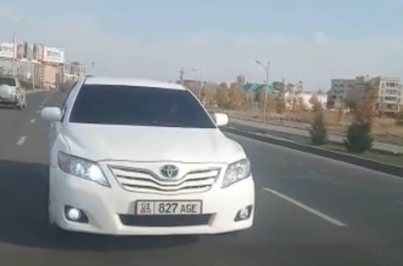 На Южной магистрали тонированная «Тойота» ехала задом, не давая проехать другим авто (видео)