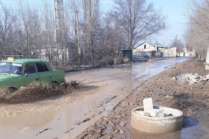 Новопавловкадагы Пограничная жана Ала-Арча көчөлөрү ылай болуп калган (видео)