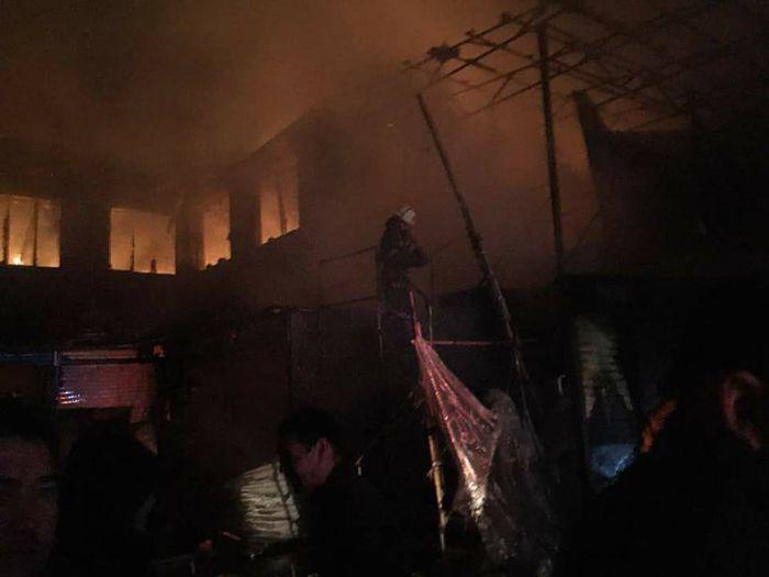 Видео – На Ошском рынке вновь произошел пожар