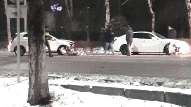 На Байтик Баатыра-Саманчина столкнулись две машины. Фото