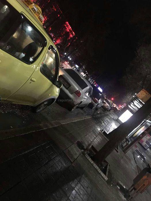 Припаркованные таксисты на остановках столицы мешают пассажирам общественного транспорта, - горожанка