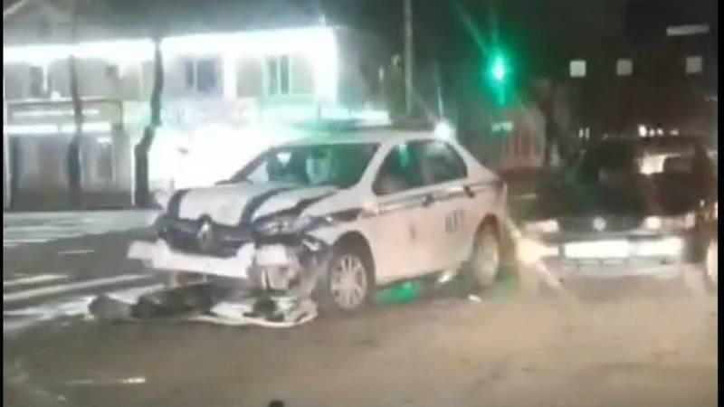 На Байтик Баатыра-Горького произошло ДТП с участием патрульной машины (видео, фото)