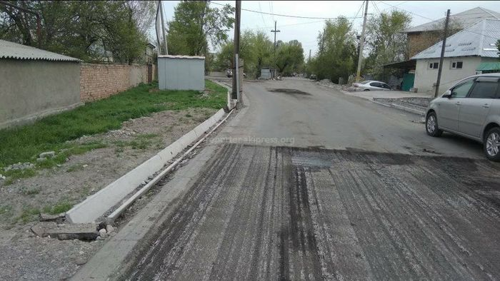 На ул.Тверской в Бишкеке латают дыры после трехмесячного ремонта, - житель (фото)