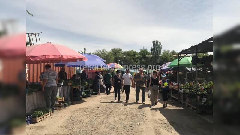 На «Зеленом рынке» Бишкека многолюдно