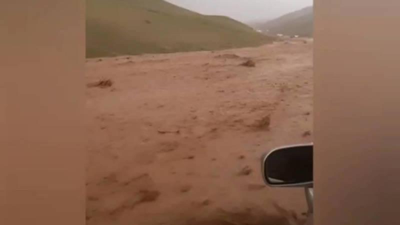 На трассе Ош—Ноокат сошли селевые потоки. Минтранс рассказал, какие работы ведутся