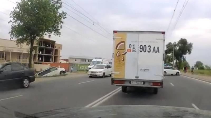 ДТП в мкр Тунгуч с участием 4 машин. Видео очевидца