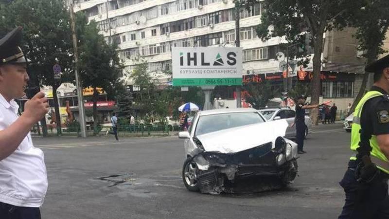 На Абдрахманова-Токтогула произошло ДТП, пострадала женщина, - очевидец. Фото и видео