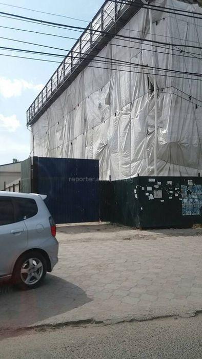 Мэрия Бишкека: Строительство здания на ул.Курманджан Датки идет законно