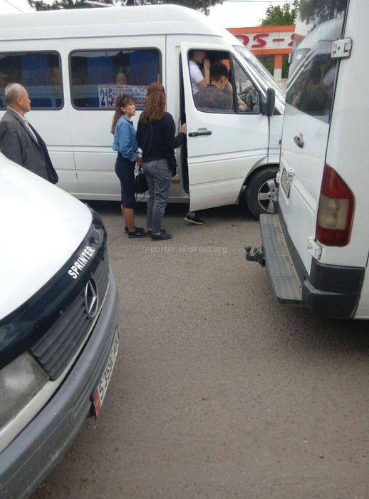 Житель Бишкека просит привести в порядок остановку «Шлагбаума» (фото)