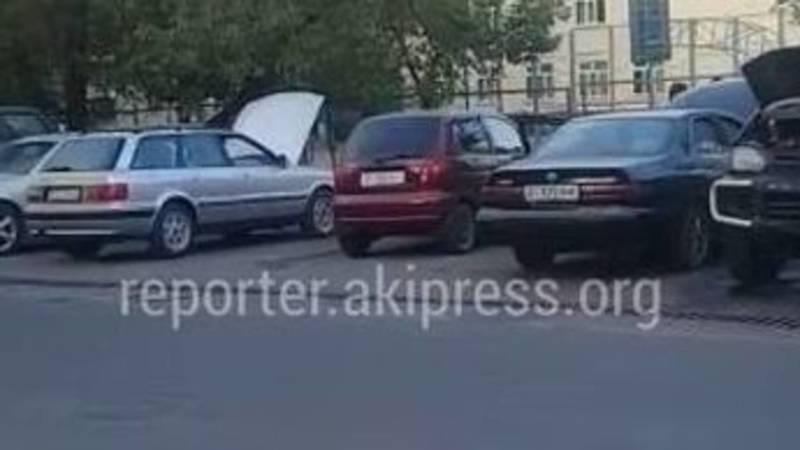 Специалисты МТУ №12 провели разъяснительную беседу с лицами, занимающимися частным ремонтом автомобилей на ул.Фатьянова, - мэрия