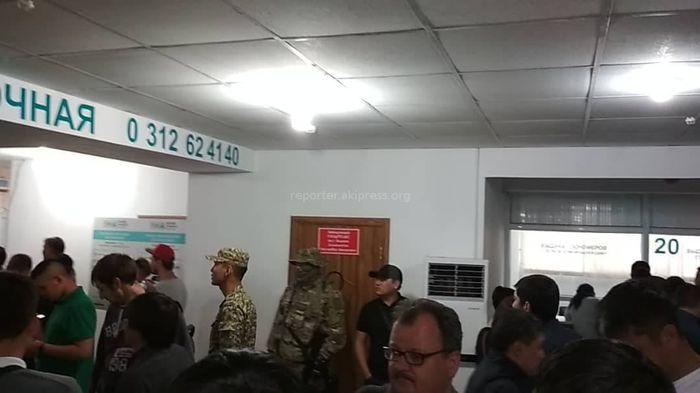 Кого задержали в здании Департамента регистрации транспорта? – очевидец