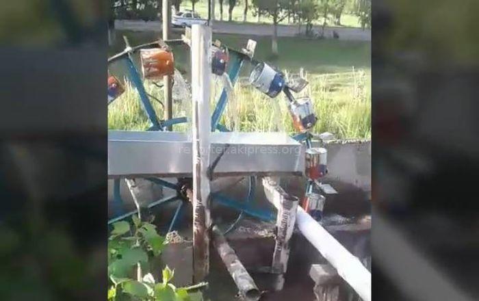 Видео — Водяная мельница своими руками. Работа мастера из Иссык-Куля