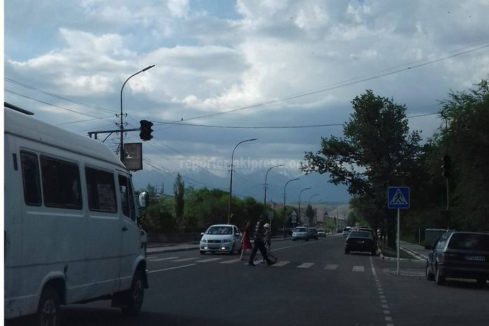Мэрия Бишкека: Перегоревшие лампы светофора на ул.Малдыбаева заменены