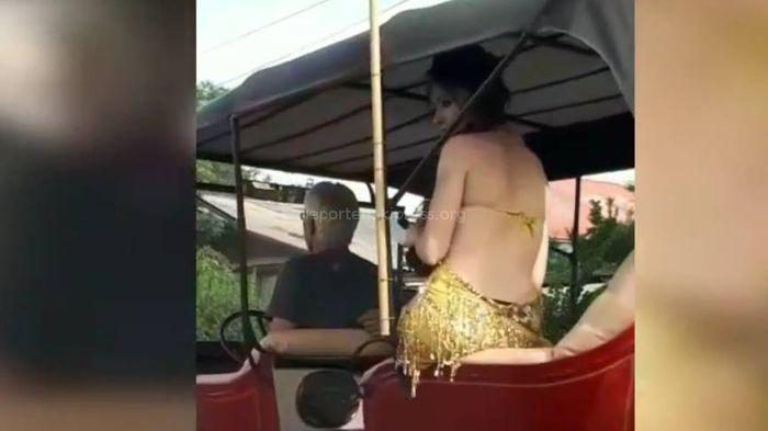 В Бишкеке разъезжает машина с полуобнаженными девушками <i>(видео)</i>