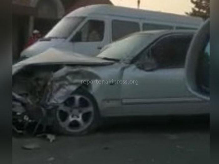 В Токмоке в ДТП столкнулись три машины <i>(видео)</i>