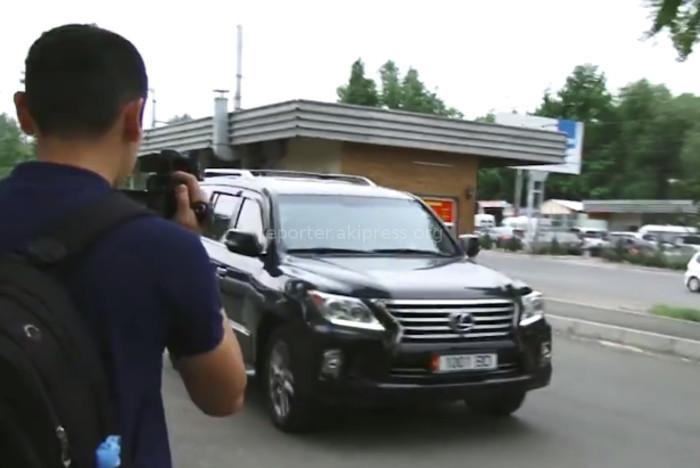 На каких авто прибыли премьер, советник президента, глава Аппарата президента, спикер ЖК на заседание политсовета СДПК? <i>(фото)</i>