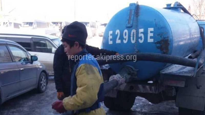 На Восточном автовокзале неизвестные из ассенизаторской машины сливали отходы в канализацию? (фото, видео)