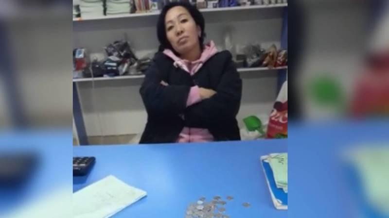 В жилмассиве Ала-Тоо-3 продавец магазина отказалась принимать монеты и бросила их на пол - бишкекчанка (видео)
