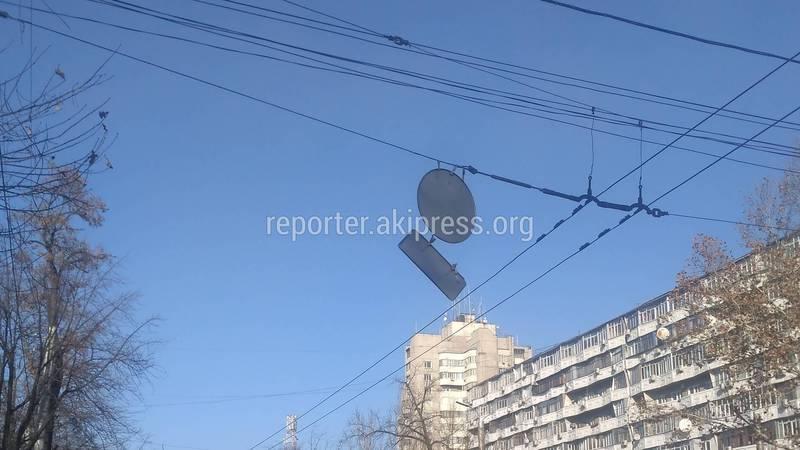 На Абдрахманова-Токтогула дорожный знак может упасть в любой момент, - горожанин (фото)