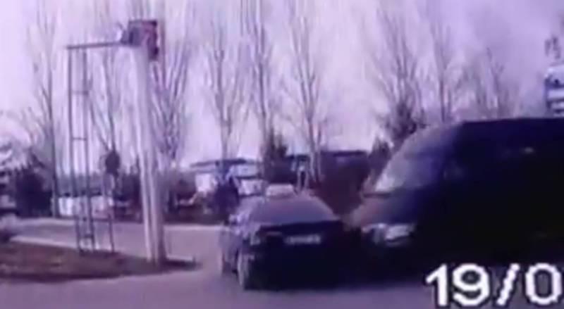 Видео – Момент столкновения буса и легковушки в ДТП на Токомбаева–Жукеева-Пудовкина