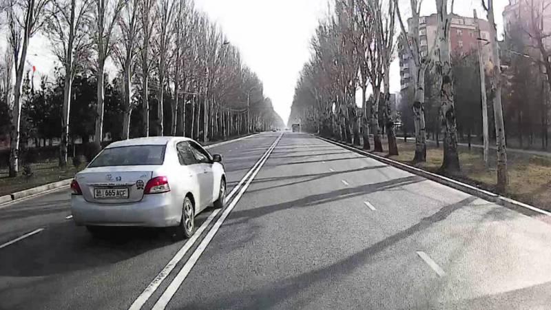 На пр.Ч.Айтматова водитель «Тойоты» ехал по встречной полосе (фото)