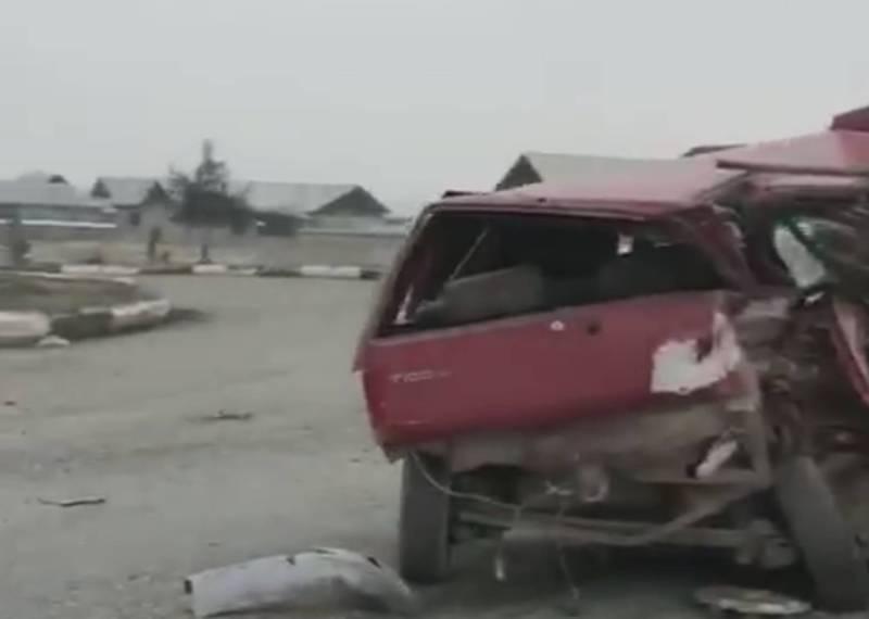 Видео – На трассе Ош-Кара-Суу столкнулись «БМВ» и «ДЭУ Тико»