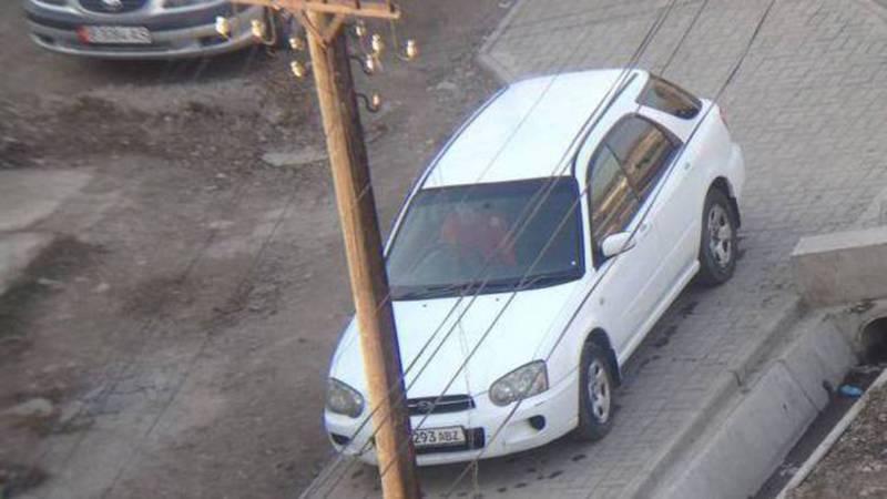 Тротуар на Калыка Акиева-Фрунзе превратился в автомойку, - бишкекчанин (фото)