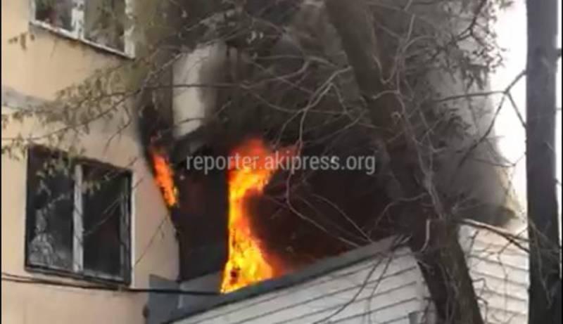 В квартире возле Орто-Сайского рынка произошел пожар (видео)