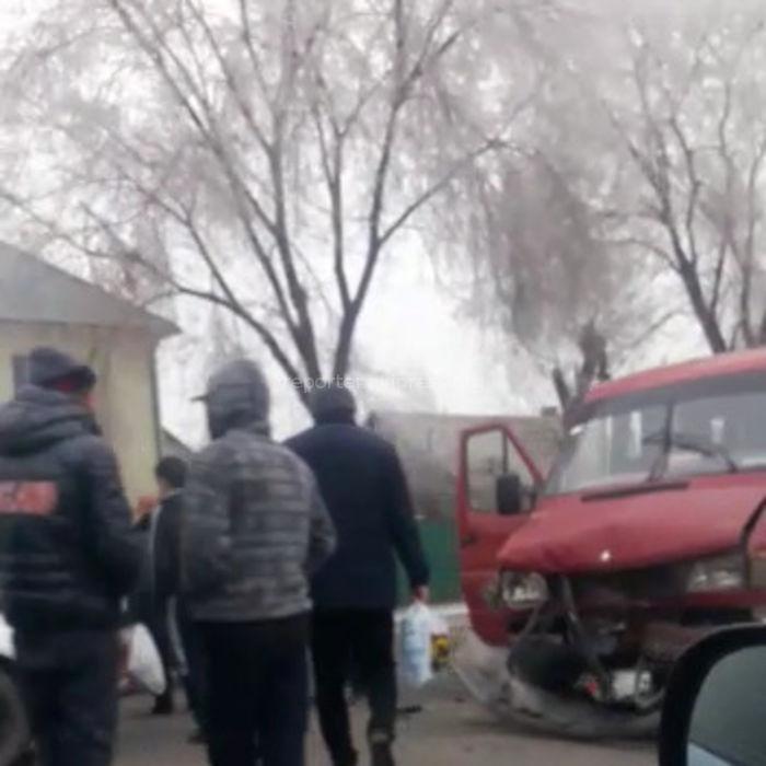 На автодороге Бишкек—Чалдовар произошло ДТП с участием буса <i>(видео)</i>