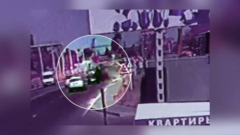 Видео — На ул.Льва Толстого внедорожник наехал на преграду и перевернулся