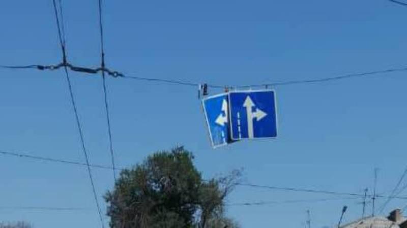 На Чуй - Бейшеналиевой сместились висячие дорожные знаки (фото)