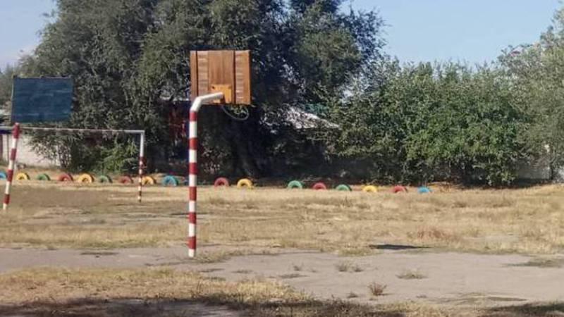 В городе Токмок в ШГ №1 имени Пушкина спортивная площадка не готова к учебному году (фото)