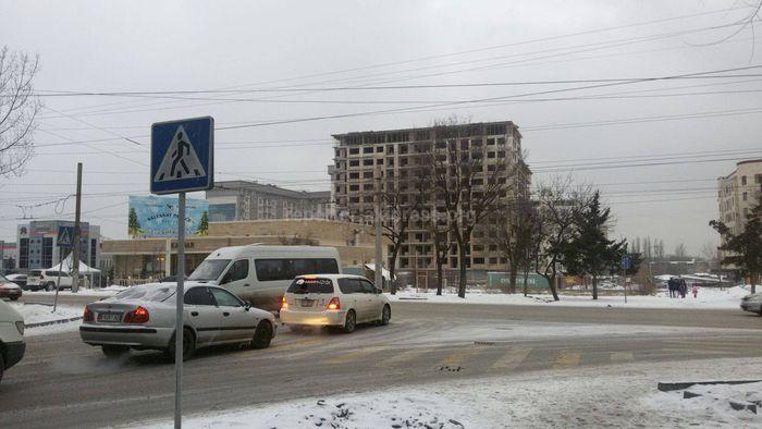 Читатель просит установить светофор на Сухэ-Батора—Айтиева (фото)