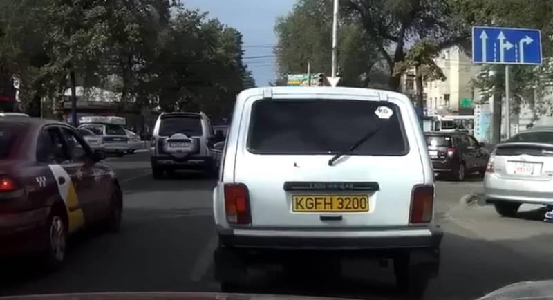 На Киевской-Тоголок Молдо «Нива» нарушила ПДД и создала аварийную ситуацию