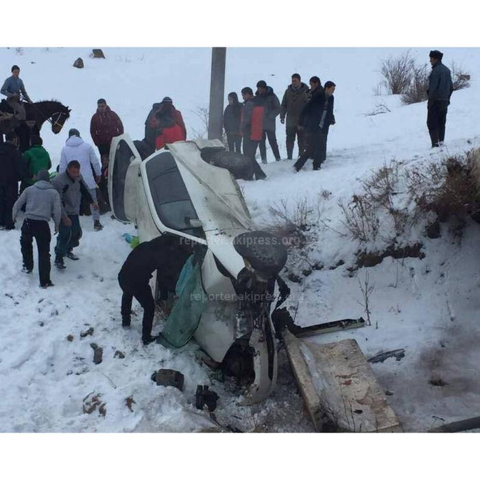 При спуске с Чункурчака автомашина упала с моста, есть пострадавшие <i>(фото)</i>