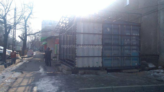 На установленный контейнер на ул.Гоголя имеются документы, - мэрия Бишкека