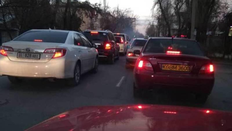 На Боконбаева-Панфилова каждый день пробки, - бишкекчанин (фото)