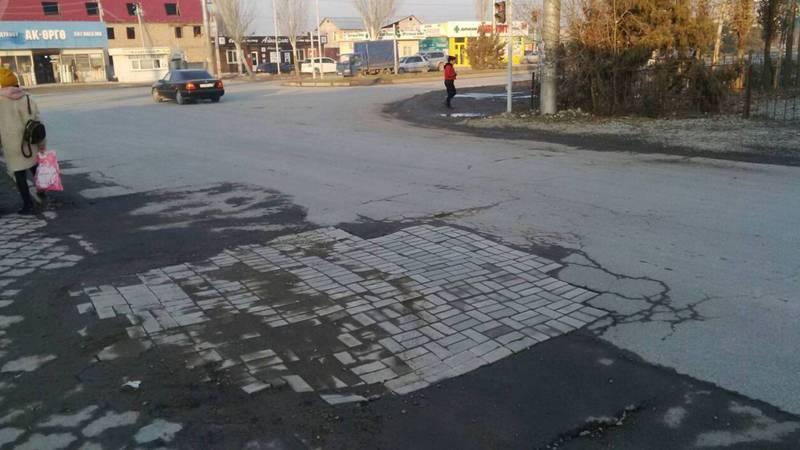 Жители Ак-Орго недовольны асфальтированием улицы Ашар после прокладки газопровода (фото)