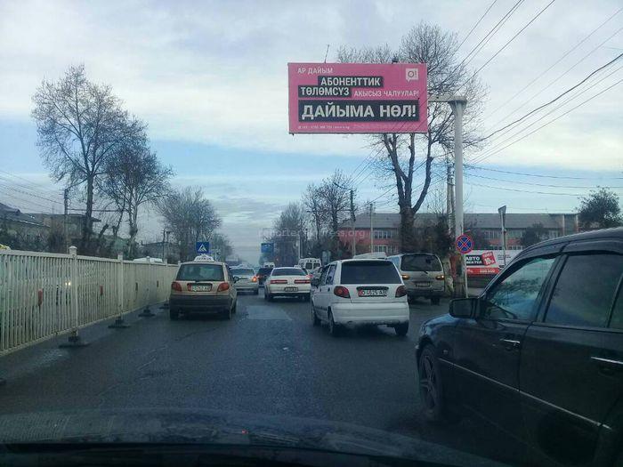 На Масалиева-Навои в Оше ежедневно образовываются пробки из-за «стихийных» таксистов, - житель