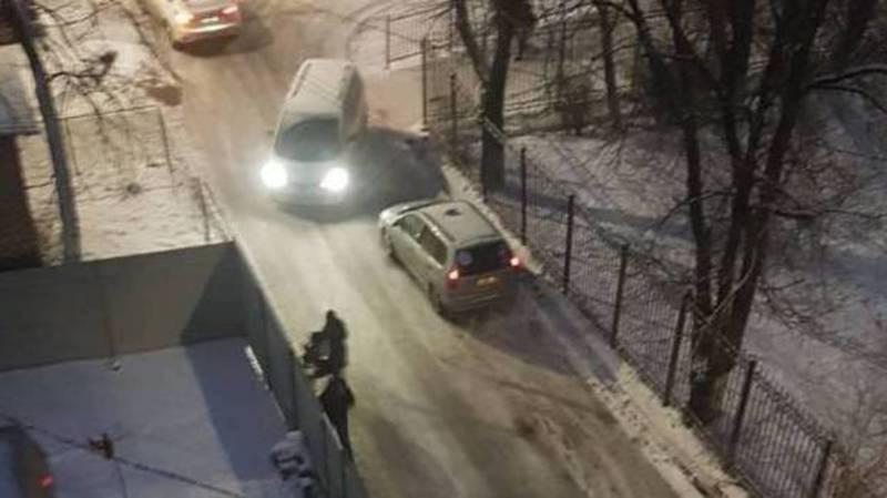 Жителям ул.Усенбаева необходимо обратиться в районный акимиат по поводу установки тротуара