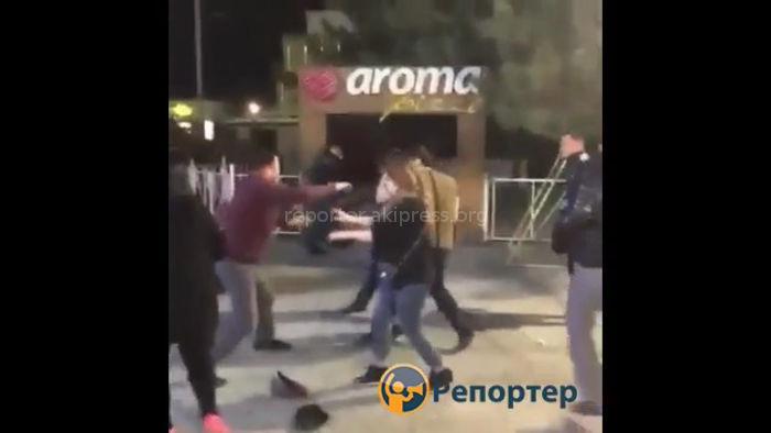 В Бишкеке подралась группа парней <i>(видео)</i>