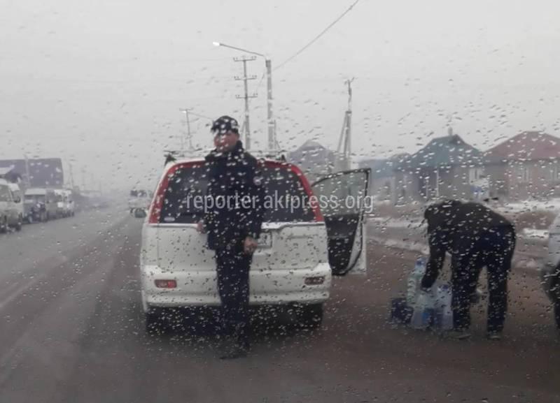 В Ак-Орго контрабандисты ГСМ перекрыли проезжую часть, - бишкекчанин
