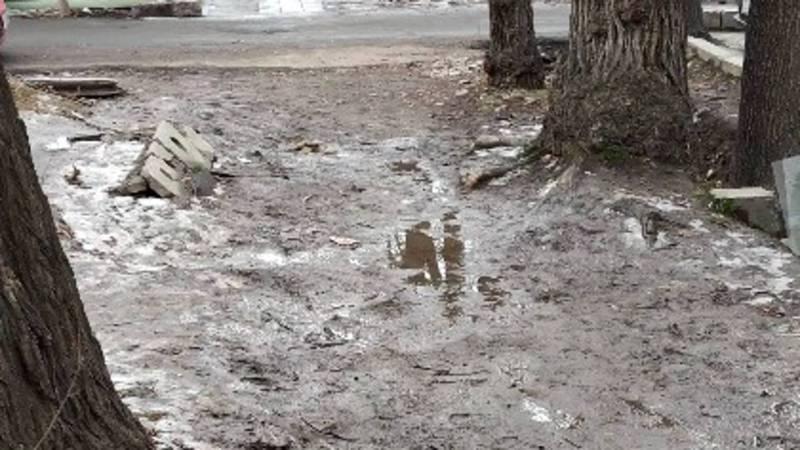 Горожанин интересуется, когда отремонтируют тротуары в Бишкеке?