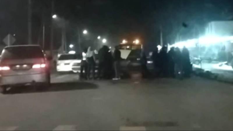 На Логвиненко-Баялинова столкнулись «Хонда» и «Ауди». Видео