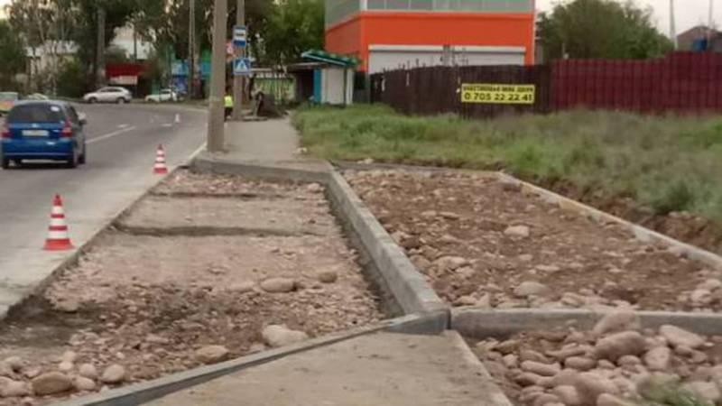 Зачем на ул.Анкара разрушили остановку, а рядом строят новую? - горожанин. Фото