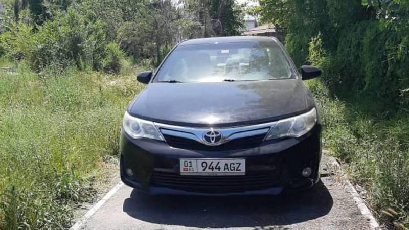 На ул.Малдыбаева водитель припарковал свою «Тойоту» на тротуаре. Фото