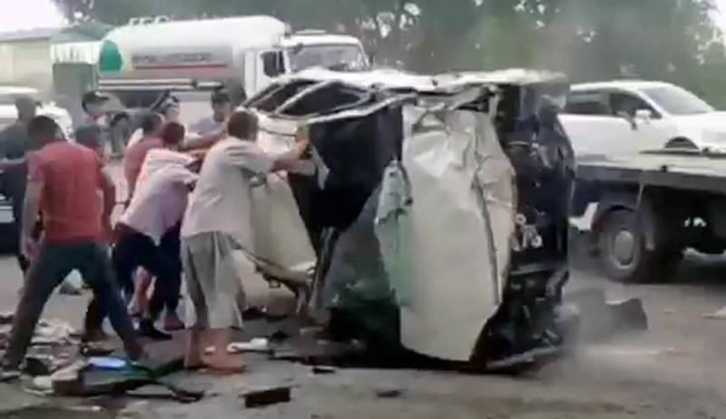 Автомашины раскидало по трассе после ДТП в Канте. Видео
