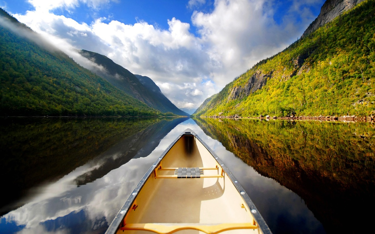 www.GetBg.net_Nature___Rivers_and_lakes_A_boat_ride_on_calm_mountain_lake_101654_