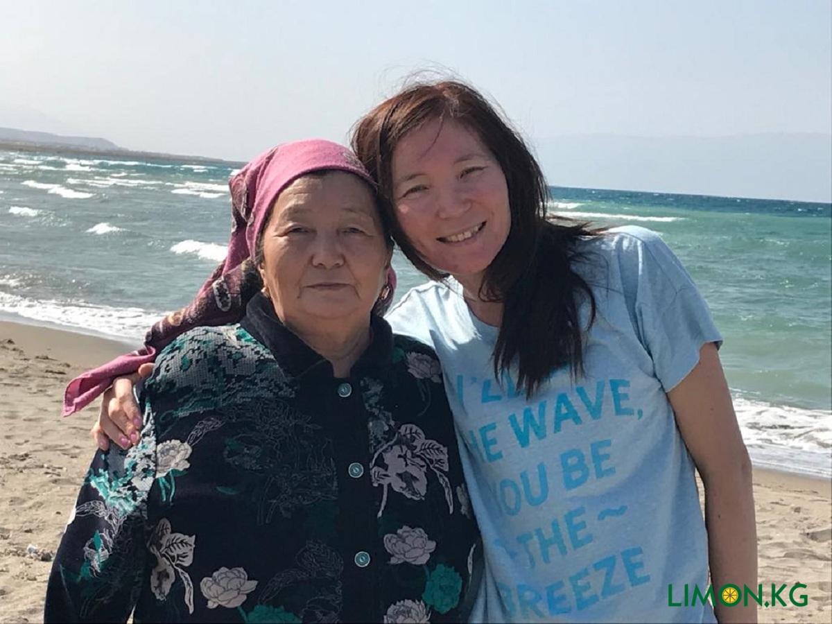 Алия. С мамой на Иссык-Куле